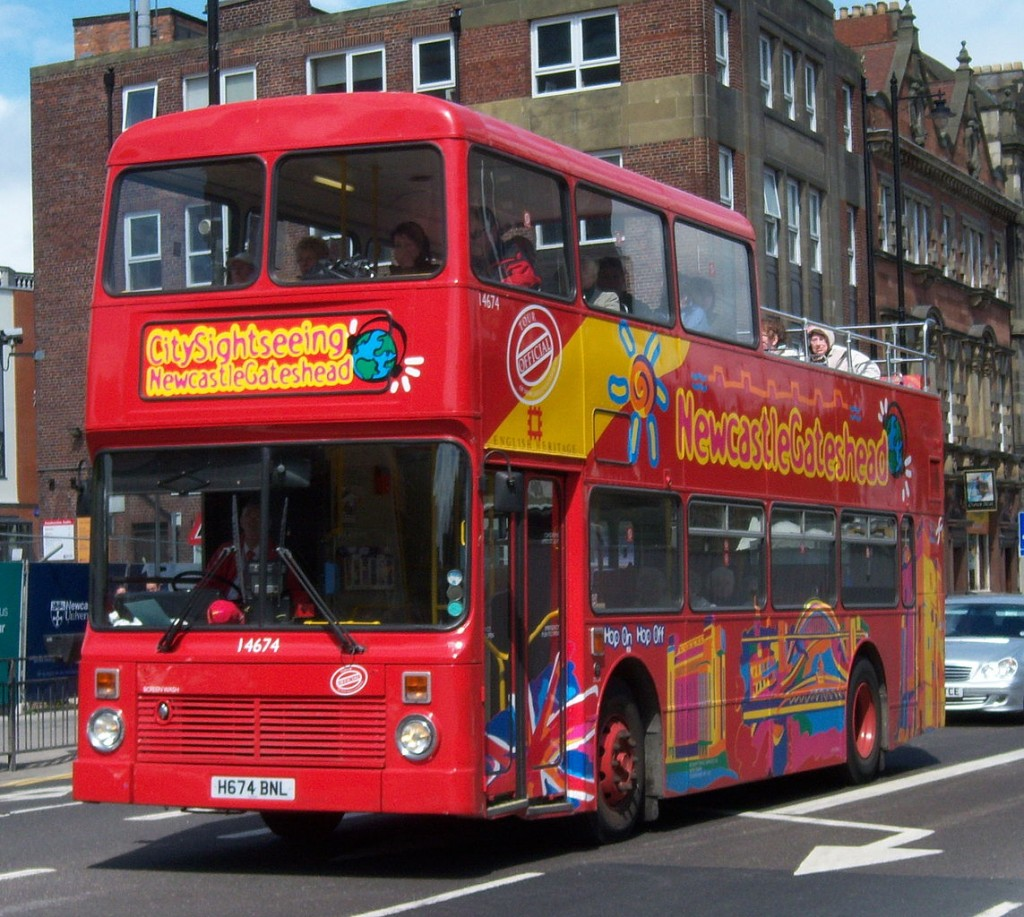 1143px-Stagecoach_in_Newcastle_bus_14674_Leyland_Olympian_Northern_Counties_H674_BNL_City_Sightseeing_half_open_t