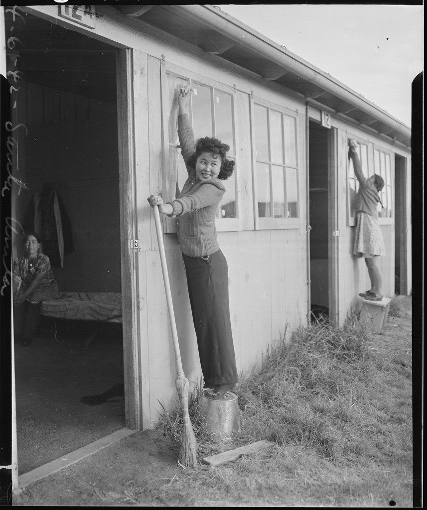 Arcadia,_California._Frieda_Lakahama_of_Long_Beach,_California,_joins_in_window_washing_at_Santa_An_._._._-_NARA_-_537050