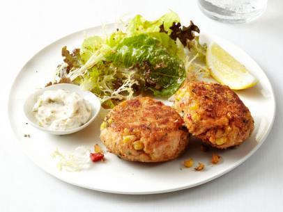 FNM_120112-Salmon-Cakes-With-Salad-Recipe_s4x3.jpg.rend.sni12col.landscape