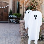 original_Kim-Stoegbauer-Halloween-hanging-ghosts-beauty-wide_4x3_lg
